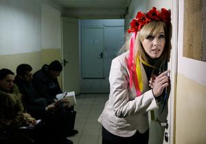 """Суд арестовал активисток FEMEN за акцию против """"секс-преступника Берлускони"""""""