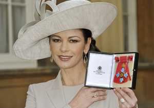 Кэтрин Зета-Джонс стала кавалером Ордена Британской империи