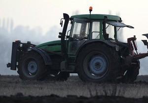 Трое украинцев на тракторе