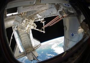 NASA перенесла дату отстыковки Discovery от МКС