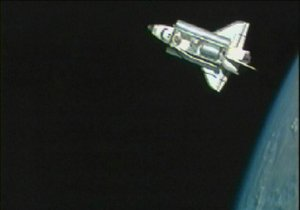 Шаттл Дискавери с шестью космонавтами на борту отправился на Землю