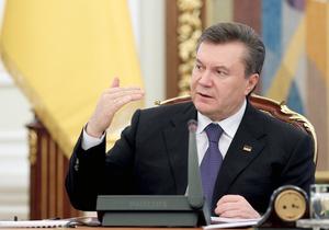 Янукович поручил правительству взять под контроль цены на бензин и поставки муки в регионы