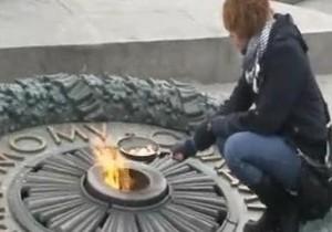 Активистку Братства посадили в СИЗО за попытку поджарить яичницу на вечном огне в Киеве
