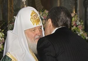 Янукович заявил, что пытается не вмешиваться в дела церкви