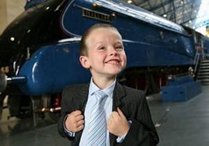 Восьмилетний британец работает директором музея поездов