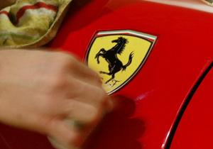 Для ценителей. Мир увидел инкрустированную бриллиантами книгу о Ferrari