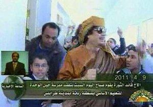 Каддафи посетил школу в Триполи
