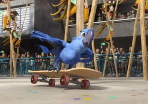 Попугай Голубчик захватил лидерство в мировом кинопрокате