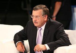 Гриценко предлагает чиновникам скинуться на две Таврии для Януковича и его жены