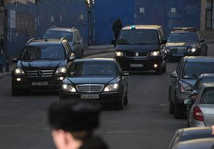 Из-за кортежа Януковича ГАИ остановила движение на дороге в Донецк