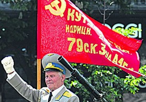 В Кировоградской области Свобода через суд добилась запрета красных флагов