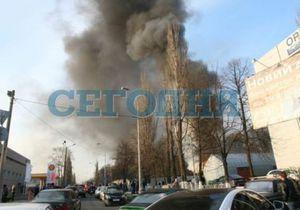 В Киеве горела свалка автошин