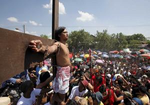 Фотогалерея: Страстная пятница. На Филиппинах прошло театрализованное распятие католиков
