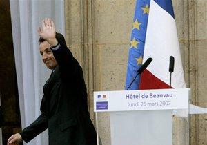 СМИ: Франция может приостановить действие Шенгенских соглашений из-за потока беженцев