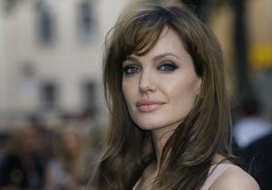 СМИ: За съемки в рекламе Louis Vuitton Джоли получит до $10 млн
