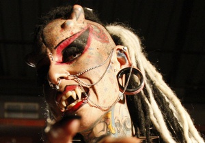 Фотогалерея: Мексиканская вампирша. Мастер тату произвела фурор на выставке в Монтеррее