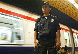 Турецкие полицейские проверили доверчивость граждан, раздав им плацебо