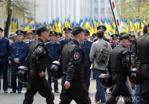 Сторонники и противники Януковича встретились на Банковой