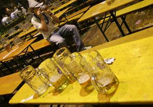 Росстат: Основу алкогольных покупок россиян составляет коктейль из водки и пива