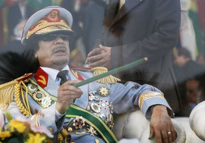 НАТО: Каддафи запугивает местных жителей