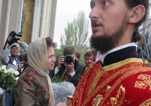 Людмила Янукович посетила литургию в Донецке, которую провел патриарх Кирилл