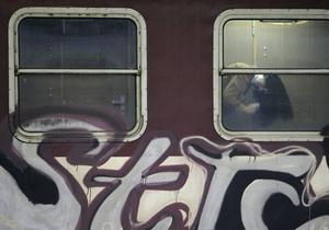 В Киеве задержали граффитчиков, разрисовавших тоннель на Выдубичах