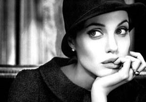 Слишком знаменита: После сотрудничества с Джоли St John заключил контракт с Уинслет