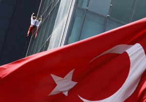 Человек-паук взобрался на самое высокое здание в Европе