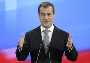 Медведев поздравил в Twitter всех,