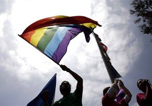 Гей-парад у Вечного огня: российская милиция задержала 40 активистов