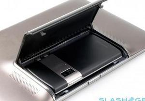 Asus будет выпускать планшеты с отделом для смартфона