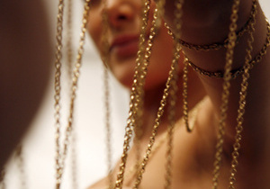 В киевском парке студент сорвал с шеи женщины золотую цепочку