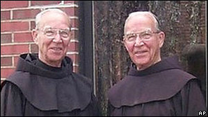 В США братья-близнецы, не расстававшиеся при жизни, умерли в один день