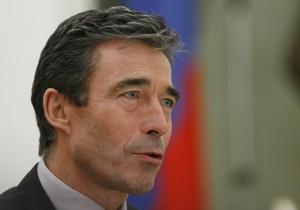 Расмуссен просит европейских членов НАТО тратить больше денег на оборону