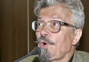 Полиция задержала Эдуарда Лимонова по дороге в Петербург