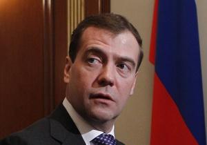 Медведев сообщил, что перевез маму в Москву