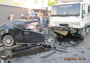 В Мелитополе легковой автомобиль врезался в фуру: трое погибших