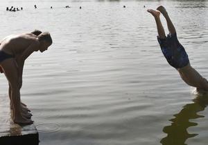В Киеве закрыли два пляжа из-за кишечной палочки