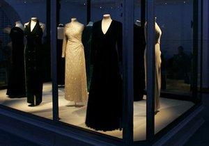 Коллекцию платьев принцессы Дианы пустили с молотка