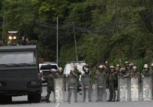 В Венесуэле заключенные уже неделю удерживают захваченную тюрьму