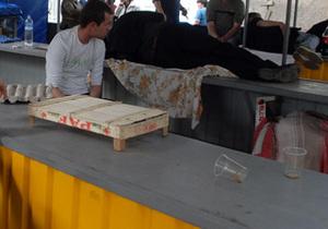 Мариупольским бомжам из-за холеры запретили работать на рынках