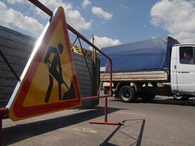 Сегодня: В Киеве на улице Елены Телиги в яму провалилась фура (обновлено)