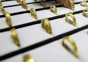 Продавец киевского ювелирного магазина присвоила украшений на миллион гривен
