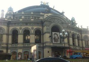 На здании Национальной оперы Украины появился портрет Сталина (обновлено)