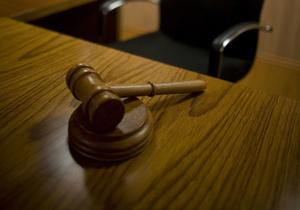 Бывшего главу подконтрольной ЮКОСу компании заочно приговорили к восьми годам