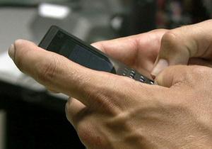 Опрос: 37% супругов проверяют телефоны и почту своих близких