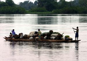 При столкновении двух речных судов в ДР Конго погибли более 100 человек