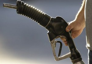 Янукович не разрешил госкомпаниям закупать нефть и нефтепродукты без тендеров