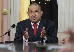 Остриженный из-за химиотерапии Чавес появился на национальном телевидении