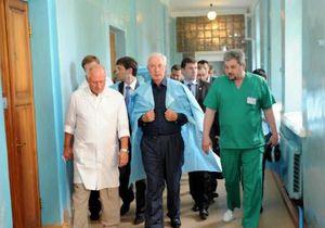 Азаров о больницах: Так лечить людей нельзя - это варварство